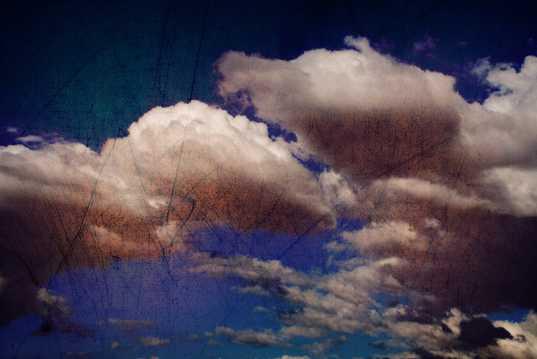 天空中的朵朵白云图片