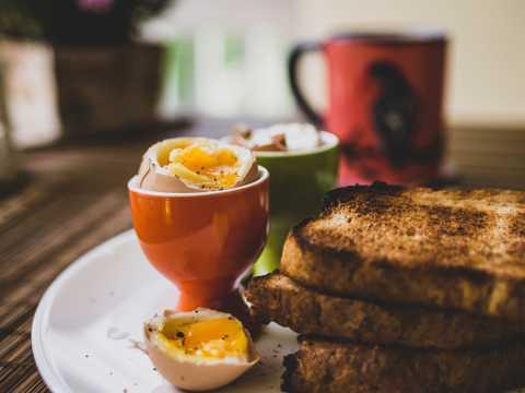 全麦吐司加鸡蛋早餐图片