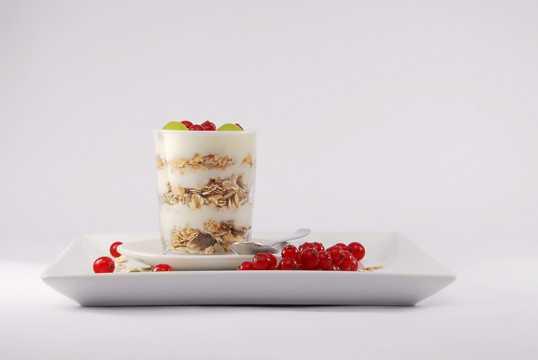 营养健康的水果酸奶图片