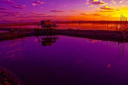 紫色梦幻的天空湖景