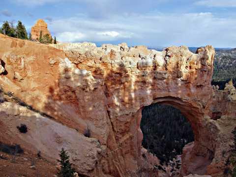自然形成的天然桥