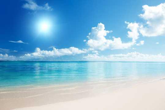 碧蓝的海洋日照唯美图片
