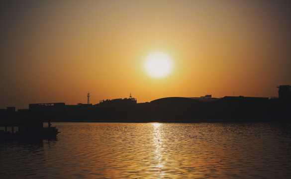 暮色湖面黄昏景观图片