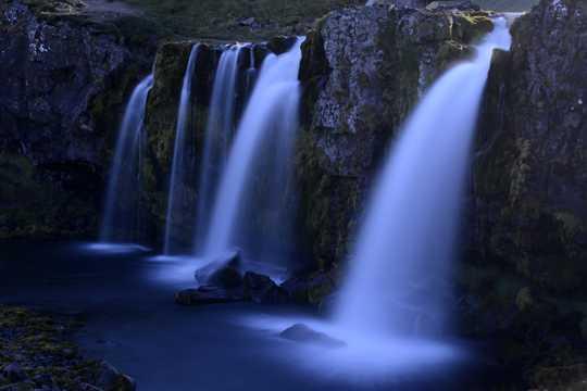 冰岛草帽山瀑布