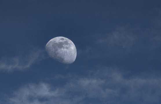 天空中的高清月亮