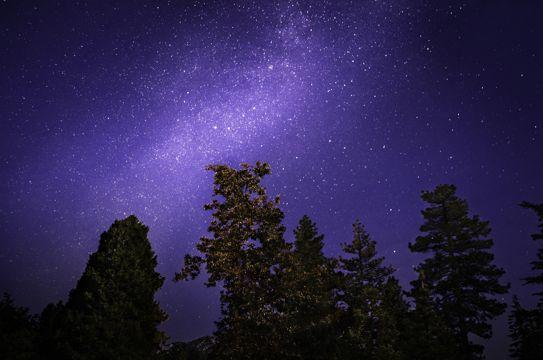 漫天星辰的夜空图片