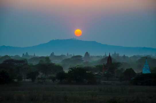傍晚落日黄昏图片