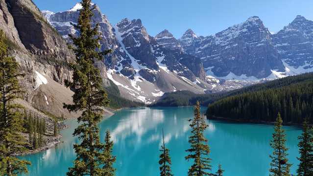 加拿大冰碛湖图片