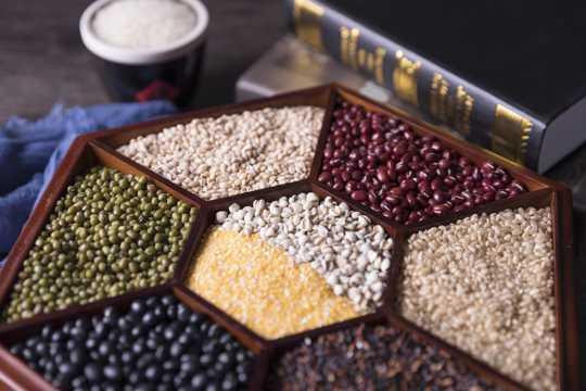 新鲜的五谷杂粮图片