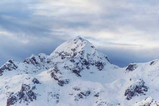 漂亮的雪山