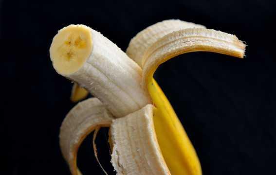 新鲜美味的香蕉图片
