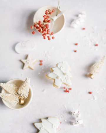 手工圣诞树形状姜饼图片