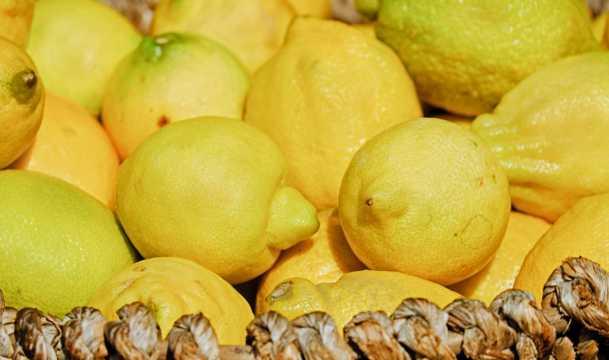 新鲜黄柠檬图片